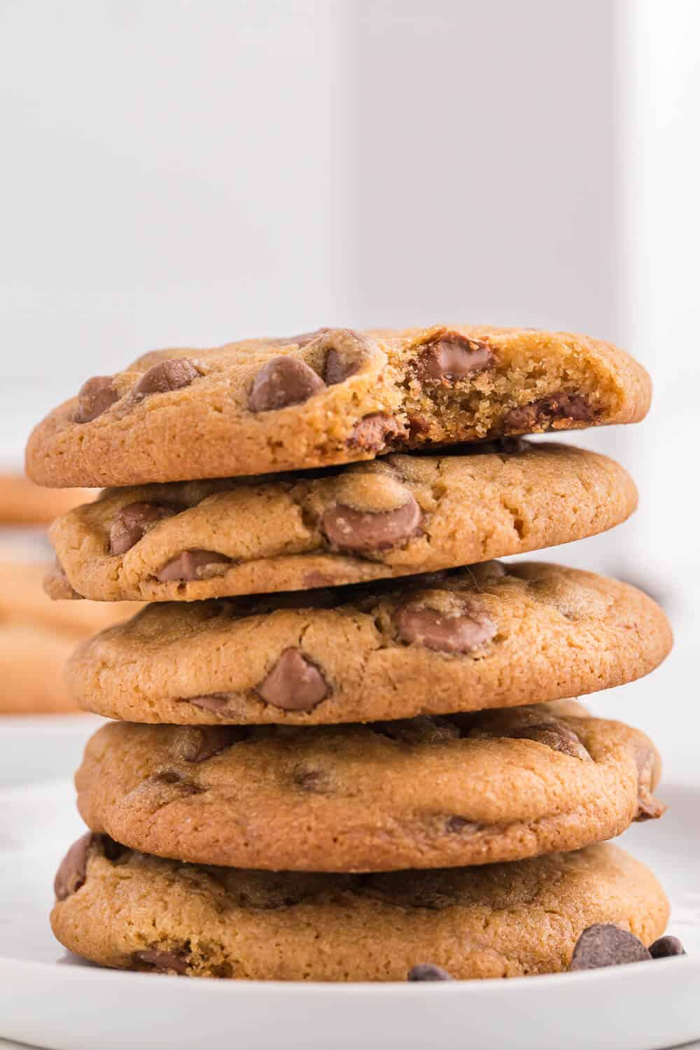 A stack of 5 chocolate chip cookies