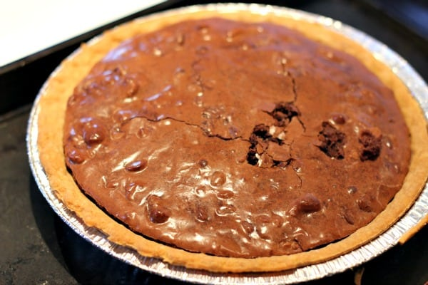 Chewy Chocolate Fudge Pie - tastes just like a brownie!