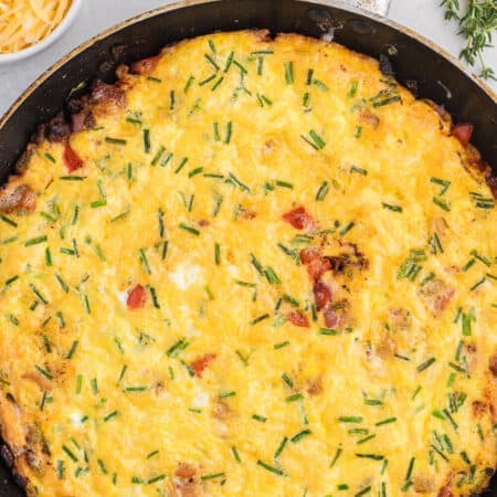 Bacon and Gouda Frittata - This breakfast/brunch recipe is a sophisticated twist on traditional bacon and eggs! Including gouda, chives and shallots, these elegant ingredients make this quick and easy meal seems like a special occasion.