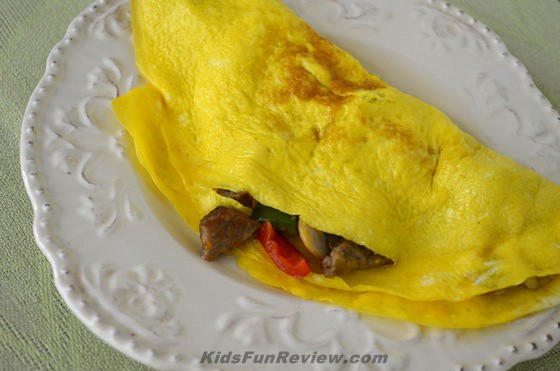 Western-omelet-with-cheese-and-sausage