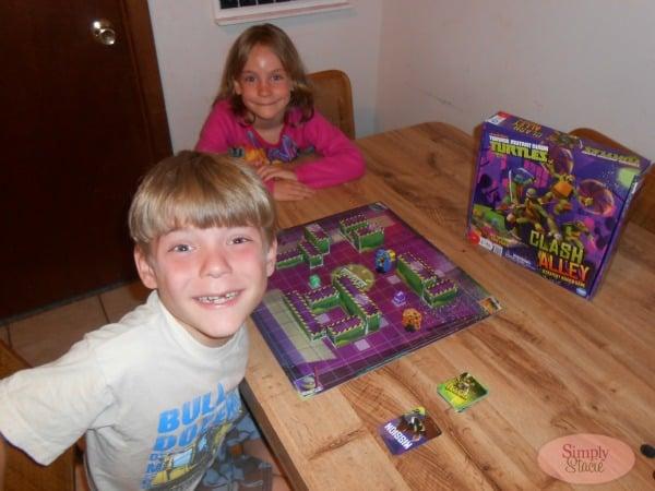 Teenage Mutant Ninja Turtles Clash Alley Board Game Review