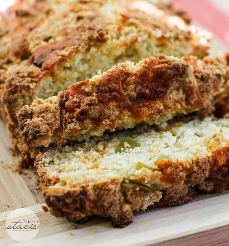 Apple Cheddar Quick Bread - tart apples + salty cheddar cheese is a perfect marriage in this delicious bread.
