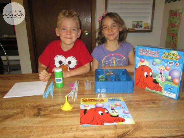 Clifford the Big Red Dog Bubble Science Review