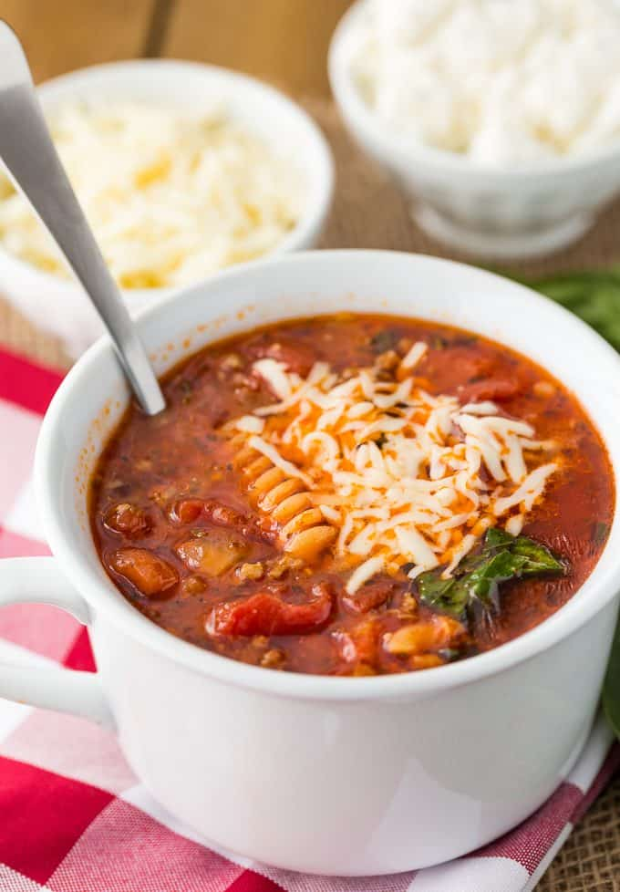 Lasagna Soup - This easy Italian soup recipe is filled with all the flavors of your favorite pasta dish without the stress! An easy weeknight dinner that tastes like an all-day soup.
