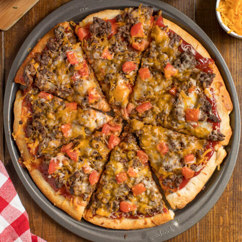 Cheeseburger Pizza - If you love cheeseburgers, you need to try this pizza! It tastes just like biting into a juicy, mouthwatering burger. Yum!