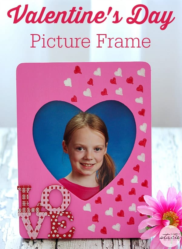 Valentine's Day Picture Frame - I love how easy this craft is to make and looks so pretty!