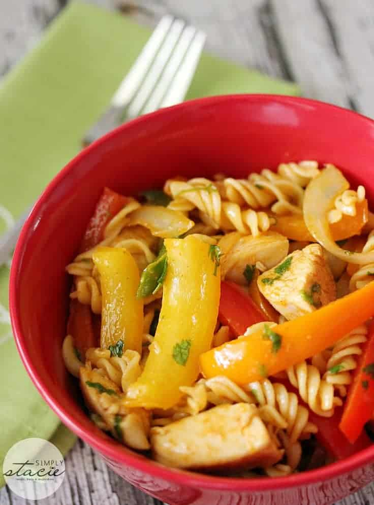 Chicken Fajita Pasta Salad - pasta salad meets chicken fajitas, without the tortilla wrap! Enjoy a medley of spicy Mexican flavours combined with marinated chicken, tender crisp peppers and tossed in a lime cilantro vinaigrettte.