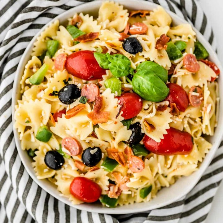 Pizza Pasta Salad - A delicious summer pasta salad that tastes like your favorite slice of pizza!