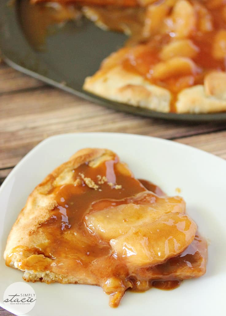 Caramel Apple Pizza - sticky, sweet and so indulgent, this Caramel Apple Pizza recipe is one you will want to make time and again.