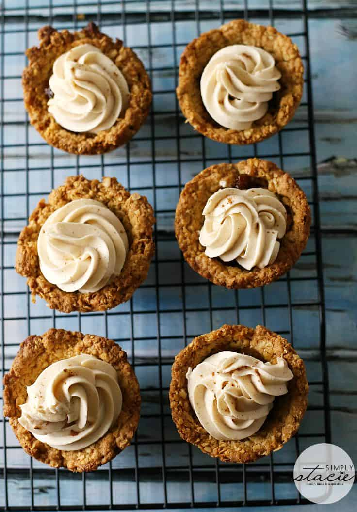 Oatmeal Raisin Cookie Cups - These bite-sized cookie cups are perfect for parties! Topped off with cream cheese frosting, they're an oatmeal raisin dream.