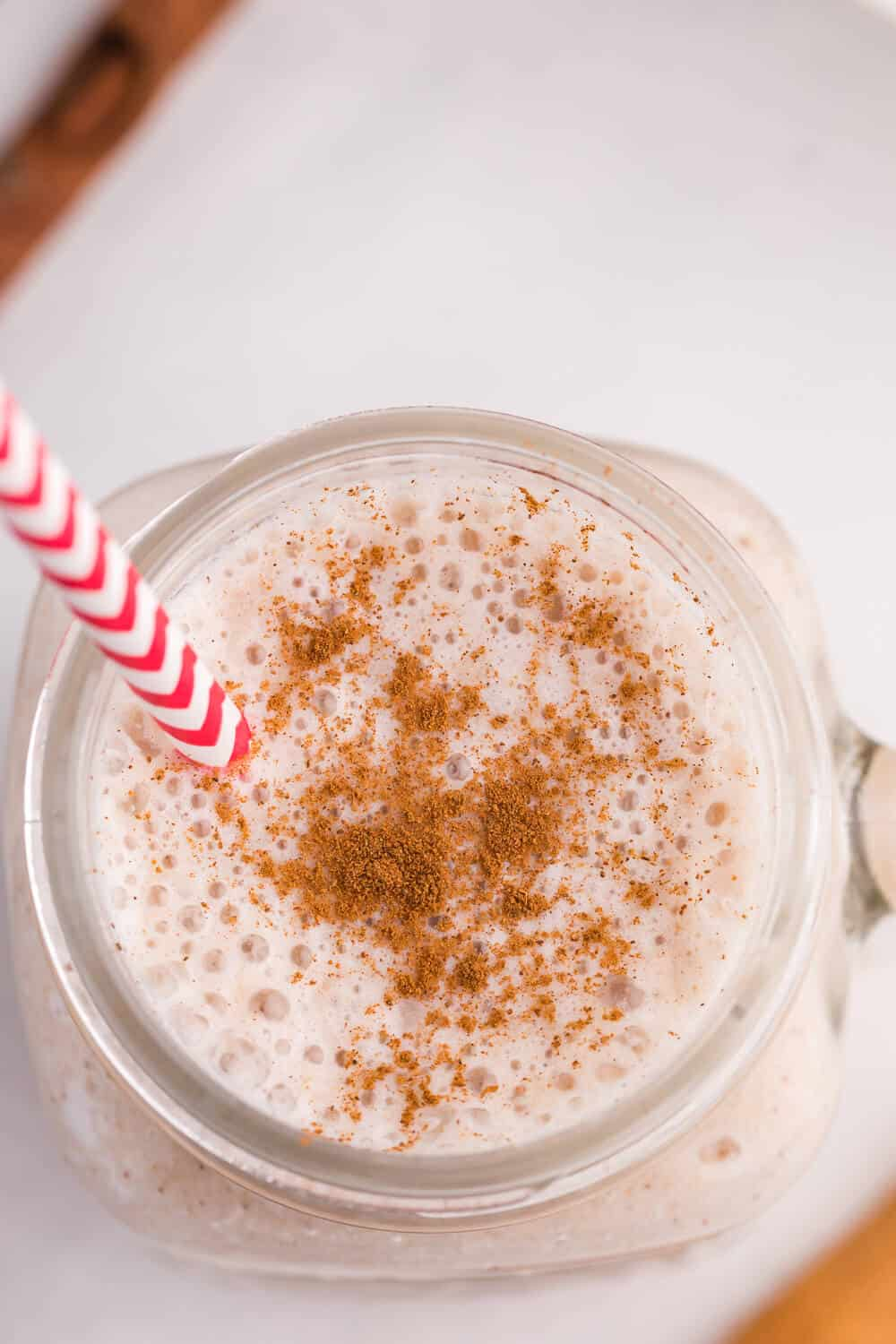 Apple Spice Smoothie - The secret ingredient in this thick and delicious smoothie is oats! A great way to add some fibre to your day, and it tastes amazing.