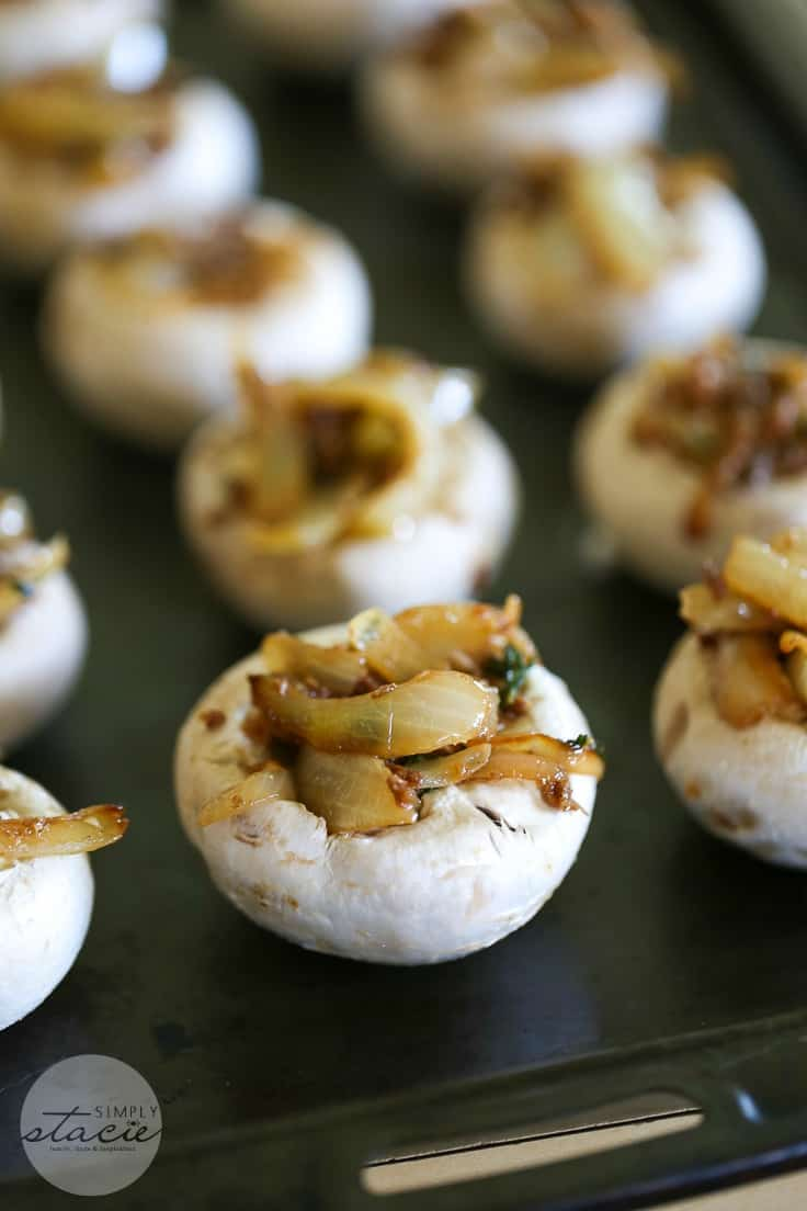 French Onion Stuffed Mushrooms - Try these fibre-packed bites of heaven! This easy appetizer recipe not only delicious, but also healthy too!