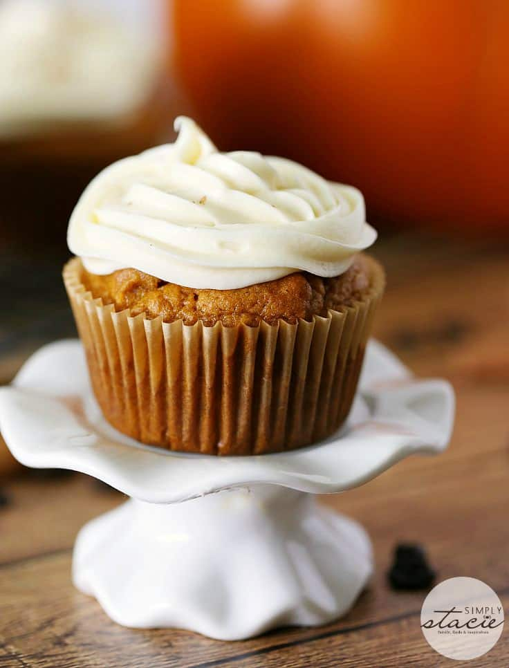 Pumpkin Spice Latte Cupcakes - Bring on the pumpkin spice! Have your coffee and your dessert too with these delicious fall cupcakes.
