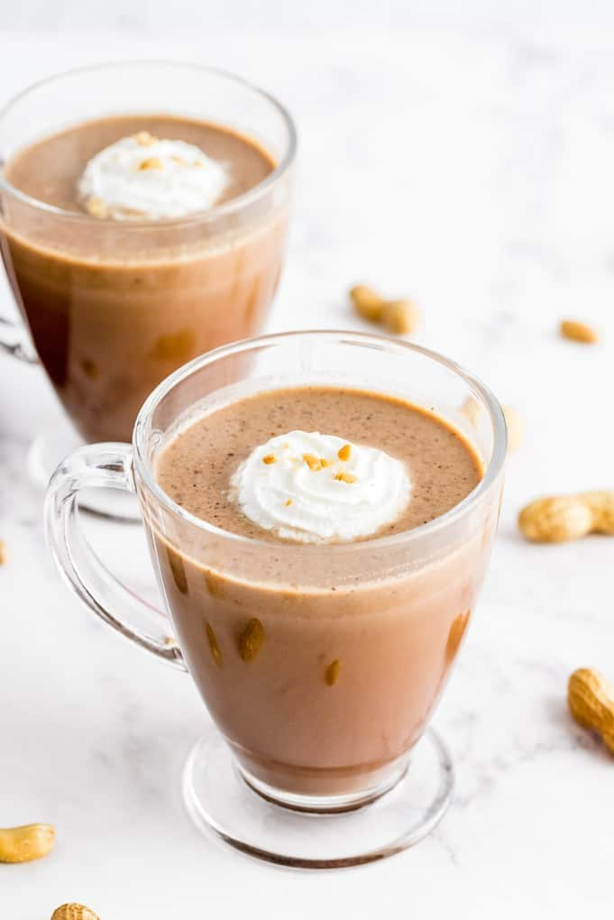 Slow Cooker Peanut Butter Hot Chocolate - The delicious flavours of a peanut butter cup in hot chocolate! Super easy to make in the slow cooker - a great make-ahead recipe when serving a crowd!