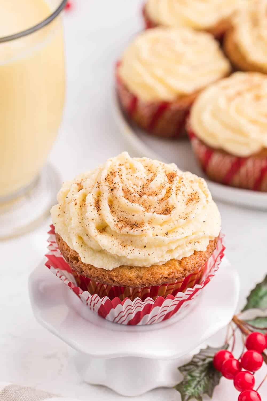 Eggnog cupcake on a white cupcake stand