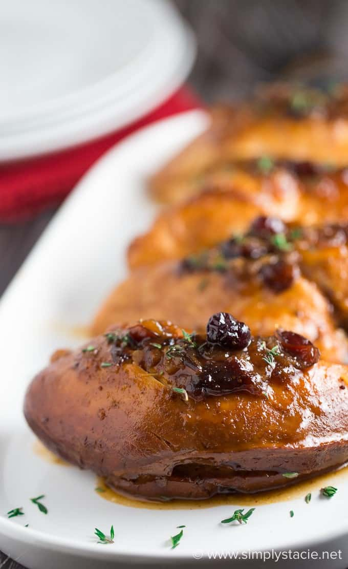Slow Cooker Cranberry Chicken - Tender chicken breasts slow cooked with a sweet & savoury cranberry sauce flavoured with ginger and allspice.