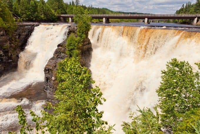 The Ultimate Ontario Travel Bucket List - Discover the wonders Ontario has to offer with these top 10 must-visit destinations.