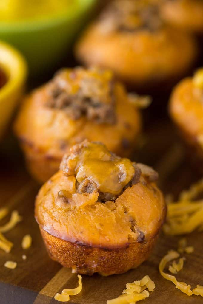 Cheeseburger Muffins - Your family and friends will love this delicious game day appetizer! It tastes just like a cheeseburger and is a real crowdpleaser.