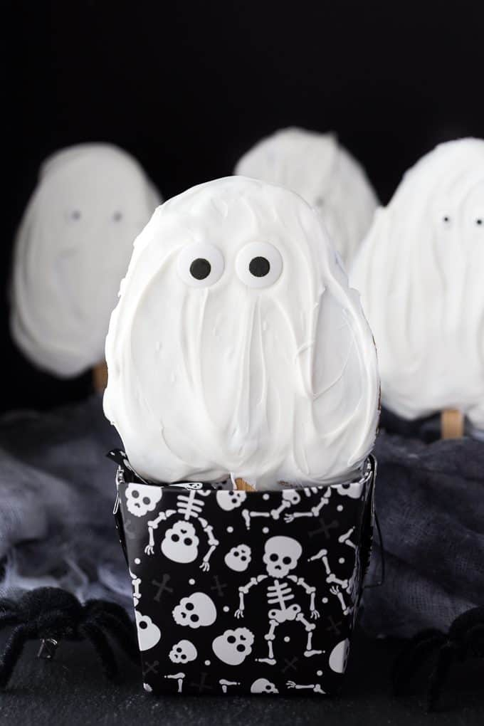 Ghost Cookies on a Stick - Spooky treats that are easy to make and fun to eat!