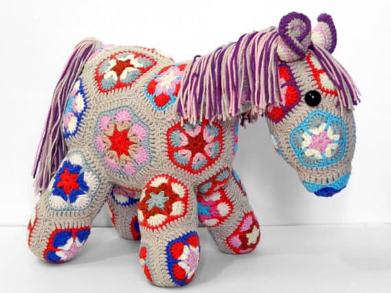 The Ultimate Etsy Gift Guide for Girls Who Love Horses - Find the perfect giving for the your horse lovin' little one!
