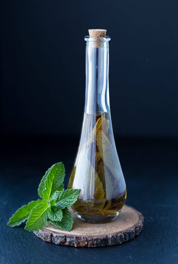 Homemade Mint Extract - This homemade extract is easy to make and makes a lovely DIY gift!