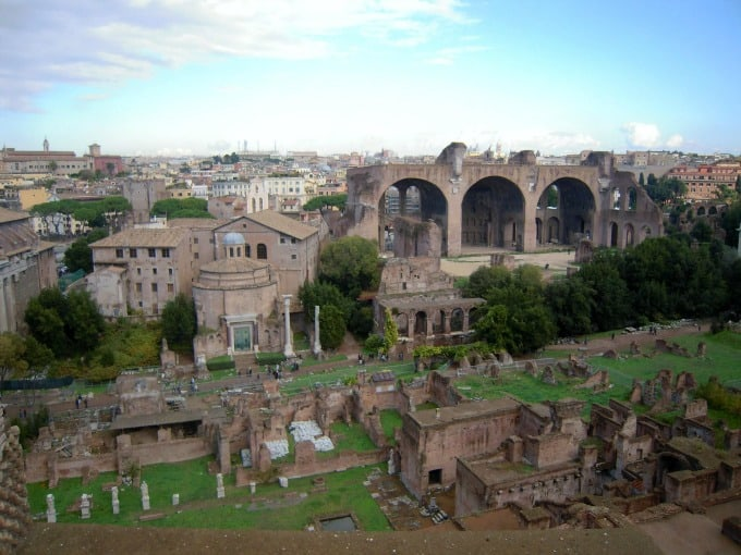 10 Iconic Places to See in Rome - Planning a vacation to Rome, Italy? We have a list of must-see spots not to be missed!