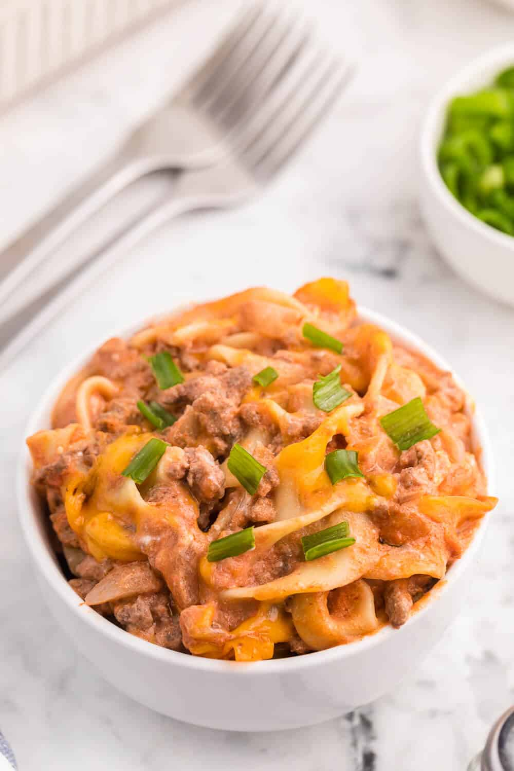Beef Noodle Bake - This beefy pasta casserole, with crowd pleasing flavours of cheese, garlic and sour cream, is the perfect make-ahead dish for feeding a large group.