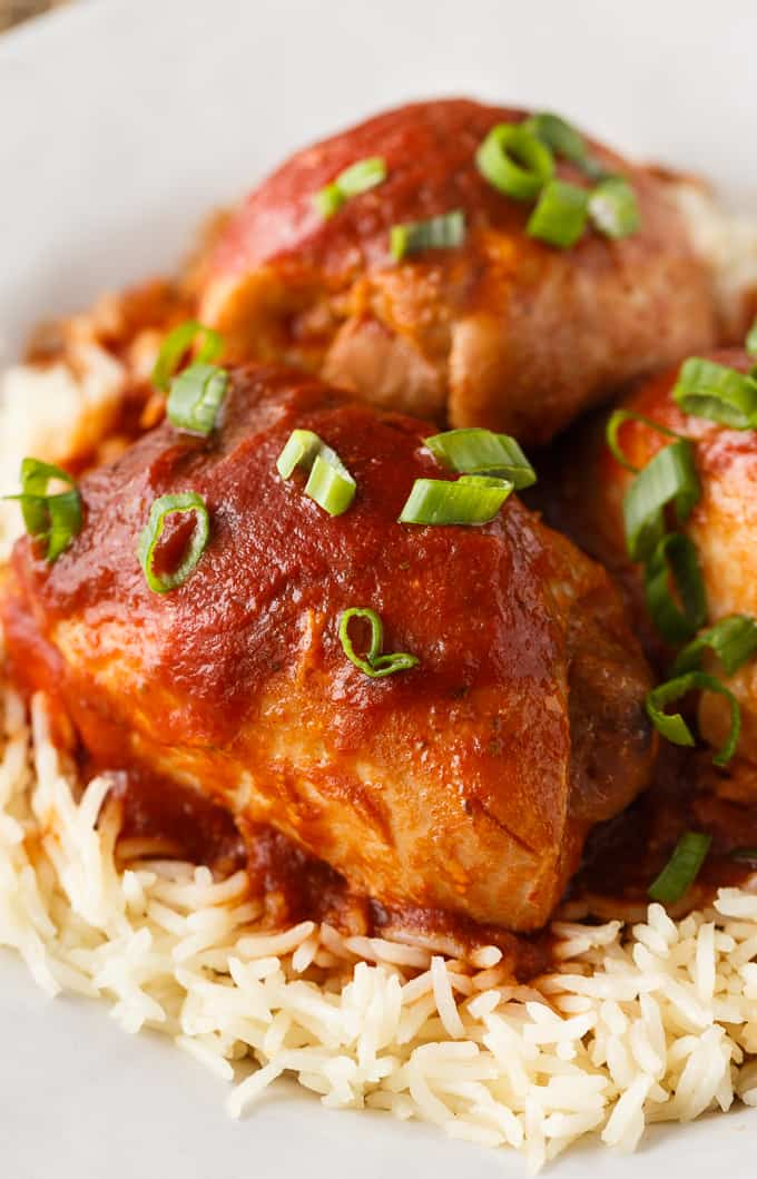 Sweet and Sour Chicken - An easy meal your family will love. Each bite is the perfect combination of flavours and is a go-to dinner for busy weeknights.