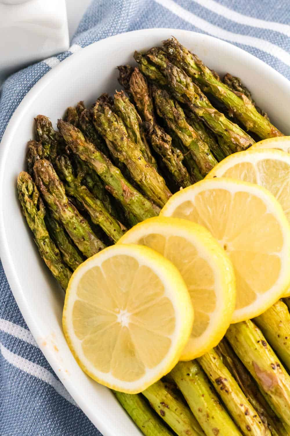 Asparagus topped with lemon slices
